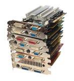 Pile d'adaptateurs vidéos de PC et de cartes graphiques, d'isolement sur le blanc Image libre de droits