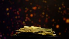 Pile d'argent sur le fond de scintillement, fortune dans le jeu, paris de gain banque de vidéos