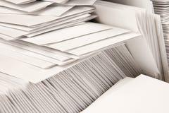 Pile d'enveloppes blanc Photo libre de droits