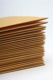 Pile d'enveloppes de Brown image stock