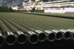 Pile dans une rangée des tuyaux d'acier Image stock