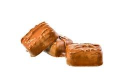 Pile de barre de chocolat sur le fond blanc Photographie stock libre de droits