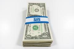 Pile de billets d'un dollar un avec la courroie de devise images libres de droits