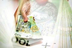 Pile de billets de banque polonais à disposition Photographie stock