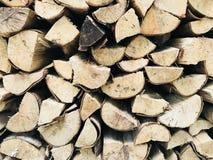 Pile de bois de chauffage dans le plein cadre Photos stock