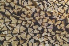 Pile de bois de chauffage FO l'hiver photo stock