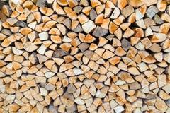 Pile de bois de chauffage comme troncs d'arbre Photo libre de droits