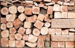 Pile de bois de chauffage pour l'hiver Images stock