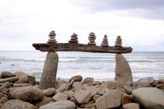 Pile de caillou de bord de mer sur la plage en Victoria Australia Images stock