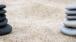 Pile de caillou sur le bord de la mer. Photos stock