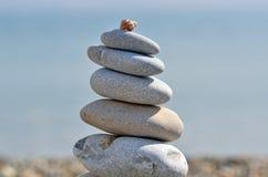 Pile de cailloux sur la plage Photo libre de droits