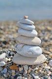 Pile de cailloux sur la plage Photographie stock