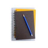 Pile de carnets ou de cahiers avec le crayon sur le dessus Photo stock