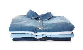 Pile de chemises colorées Photographie stock libre de droits
