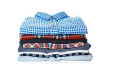Pile de chemises colorées Photographie stock