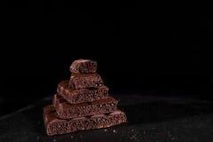 Pile de chocolat noir de pore Images stock