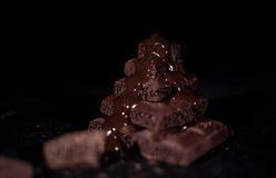 Pile de chocolat noir de pore Photographie stock libre de droits