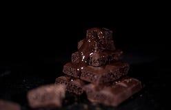 Pile de chocolat noir de pore Image libre de droits