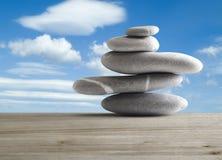 Pile de cinq pierres image libre de droits