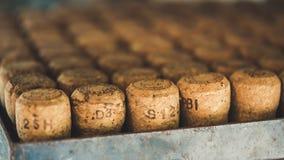 Pile de Cork Lid In Bucket en bois photo stock