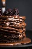Pile de crêpes avec les mûres fraîches Photographie stock