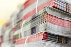 Pile de département de livraison empaqueté d'usine d'impression de magazines en offset photo libre de droits