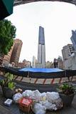 Pile de détritus sur la rue à New York City Images stock