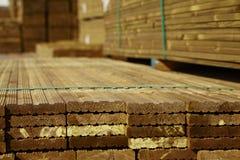 Pile de decking de bois de construction Photos stock
