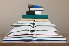 Pile de différents livres L'espace libre pour le texte Image stock