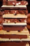 Pile de diverses barres de chocolat Images stock