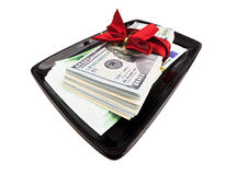 Pile de dollars et d'euros avec le ruban de cadeau du plat noir Image libre de droits