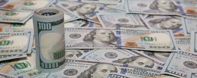 Pile de dollars sur le fond d'argent image libre de droits