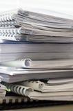 Pile de dossiers avec des documents Images libres de droits