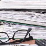 Pile de dossiers avec des documents, Photos libres de droits