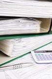Pile de dossiers avec des documents Photographie stock