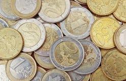 Pile de 50 1 et 2 euro pièces de monnaie de cents, Image libre de droits