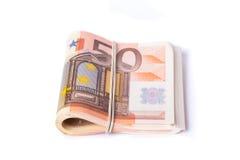 pile de 50 euro billets de banque enveloppée et roulée Photo libre de droits