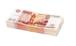 Pile de factures de roubles russes d'isolement au-dessus du blanc Photographie stock libre de droits