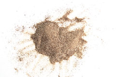 Pile de la poudre fraîche de cafè moulu d'isolement sur le fond blanc Image stock