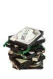 Pile de lecteurs de disque dur cassés D'isolement Photos stock
