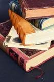 Pile de livres antiques Photos stock