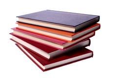 Pile de livres de livre À couverture dure d'isolement sur le blanc Photo libre de droits
