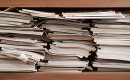 Pile de livres et de revues Image stock