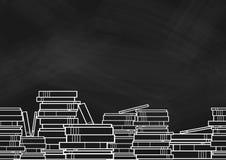 Pile de livres et de manuels au fond sur le blackborad illustration libre de droits