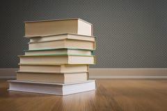 Pile de livres sur le plancher Images stock