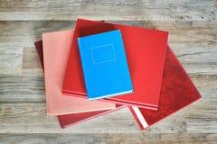 Pile de livres sur le plancher Image libre de droits
