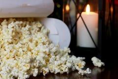Pile de maïs éclaté avec la forme de coeur Photographie stock libre de droits