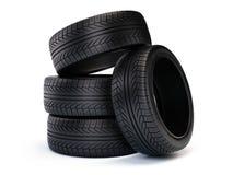 Pile de nouveaux pneus de voiture Pneus d'isolement sur le fond blanc Image stock