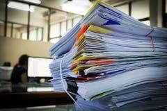 Pile de papier de rapport de gestion Image libre de droits