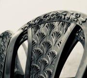 Pile de photo en plastique noire de chaises photographie stock